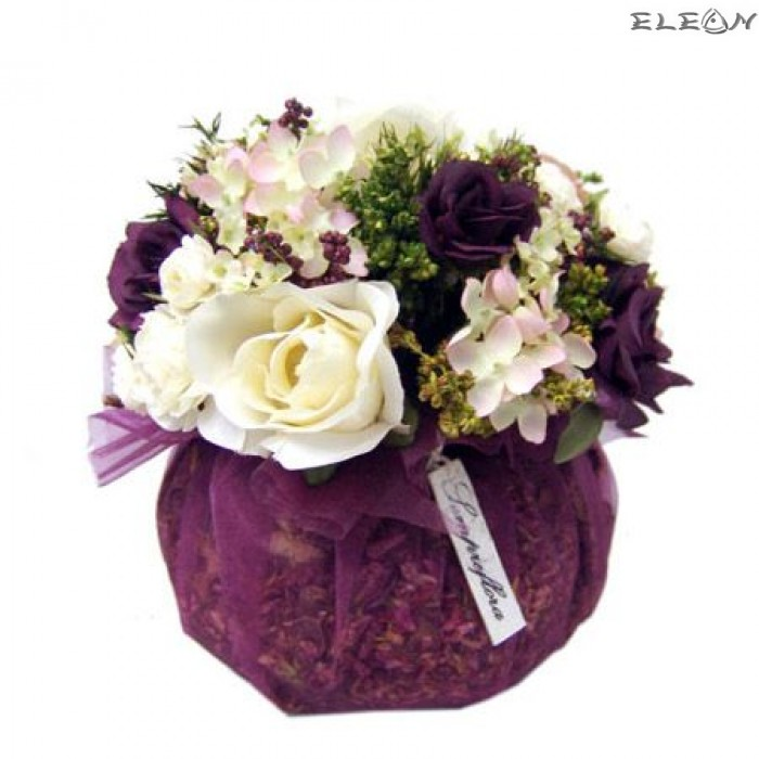 Аранжировка Декоративни Цветя DEL06, бели и лилави рози