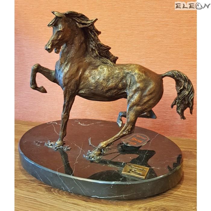 Уникална бронзова скулптура КОН върху мраморен постамент - 371176