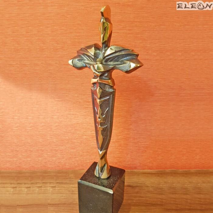 Месингова Скулптура ръчно изработена върху мраморен постамент - ПОБЕДИТЕЛ 33см - SH103