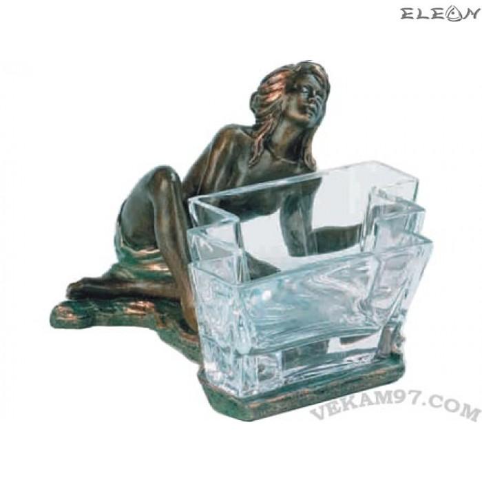 Статуетка - арт купичка с момиче