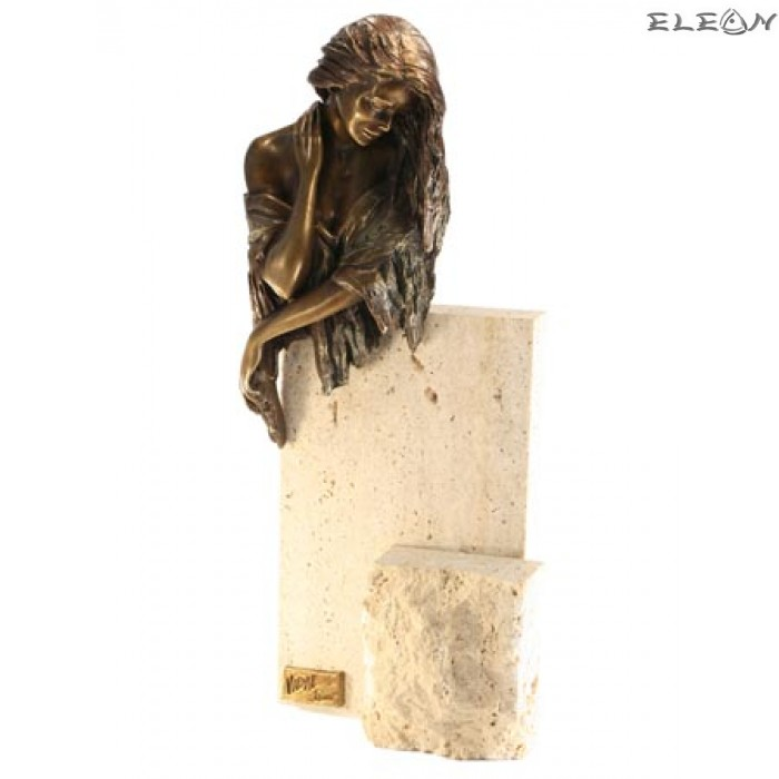 статуетка ЖЕНА върху камък изработена от бронз и травертин