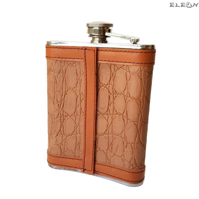 Джобна бутилка за алкохол облечена с кожа