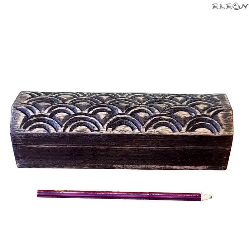 Дървена кутия за бюро с дърворезба