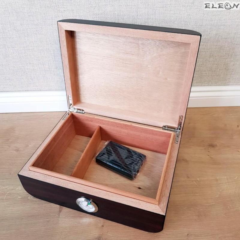 Луксозна кутия за пури с външен влагомер. Хумидор изработен от кедрово дърво - ZA009419