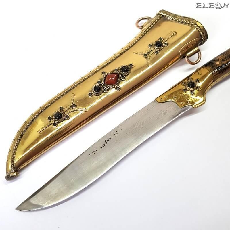 ръчно изработена старобългарска кама от месинг и дръжка от орех