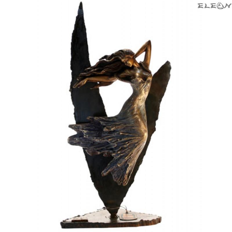 статуетка НИКЕ символизираща богинята на победата