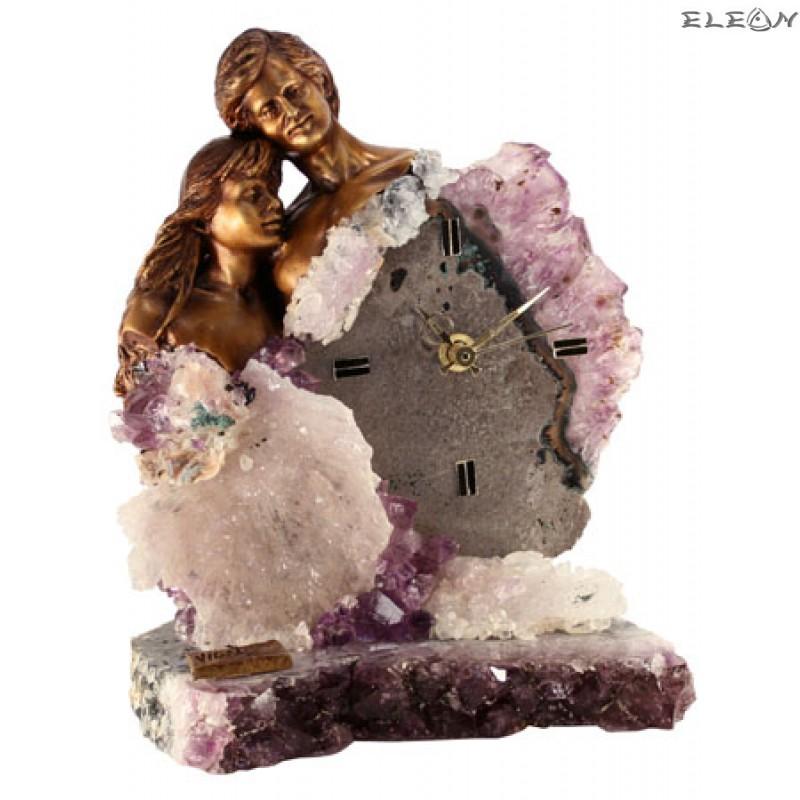 статуетка-ЧАСОВНИК мъж и жена заедно изработени от бронз върху постамент от планински кристал и аметист