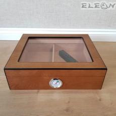 Изключително компактен хумидор от кедрово дърво със стъклен прозорец и външен влагомер - ZA009496