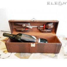 Луксозна кожена кутия за вино с дръжка и 5бр аксесоари декорирани с дърво - цвят кафяв