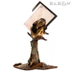 статуетка НЕЖНОСТ - жена държаща роза