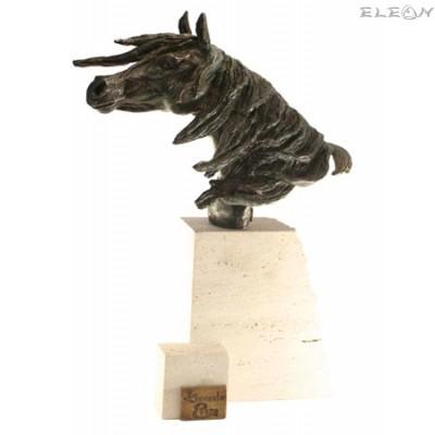 подарък статуетка КОН изработена от бронз и травертин