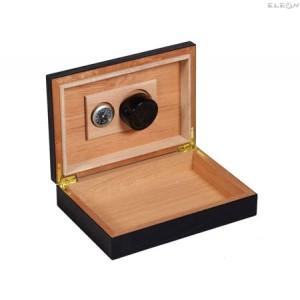 Хумидор подходящ за начинаещи - компактна и лесно преносима кутия за пури HADSON