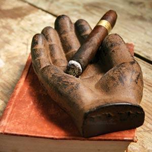 Пепелникът: Перфектният подарък за всеки пушач